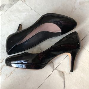 VINCE CAMUTO | Patent Leather Heels
